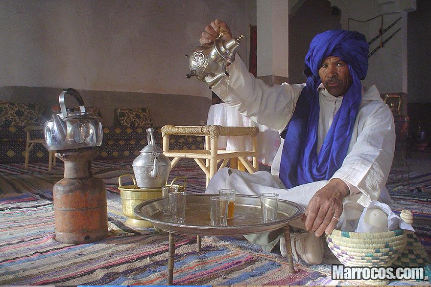 Como fazer o chá marroquino