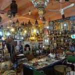 Loja com artesanato em Tanger no Norte de Marrocos