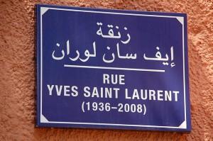 Placa da Rua Yves Saint Laurent em Marrakech