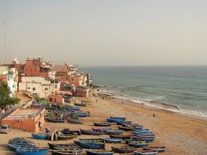 Praia de Taghazout em Marrocos